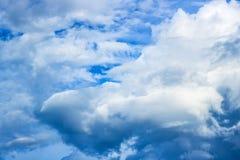 Himmel und Wolken Stockbild