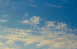 Himmel-und Wolken Hintergründe Lizenzfreies Stockbild