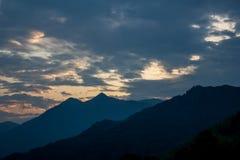 Himmel und Wolken am Sonnenaufgang Lizenzfreie Stockfotos