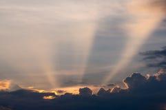 Himmel- und Wolkenhintergrund Lizenzfreie Stockbilder