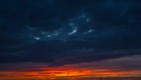 Himmel- und Wolkenhintergrund Stockfoto