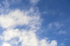 Himmel- und Wolkenhintergrund Lizenzfreie Stockfotografie