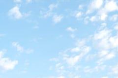 Himmel- und Wolkenhintergrund Lizenzfreie Stockfotos