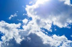 Himmel- und Wolkenhintergrund Drastischer bewölkter Himmel bewölkt - natürliche Himmellandschaft Stockfotografie