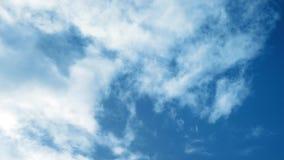 Himmel voll der Wolken stock footage