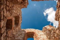 Himmel von einem ruinierten Schloss Lizenzfreies Stockbild