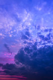 Himmel vor Sonnenaufgang Stockbild