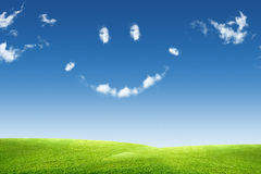 Himmel, Wolke und Gras Lizenzfreie Stockfotos