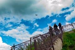 Himmel, Wolken und Leute stockfoto