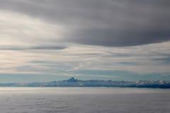 Himmel, Wolken und Mont Blanc Schattenbild des kauernden Geschäftsmannes Stockbilder