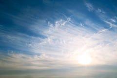 Himmelbakgrund på soluppgång Arkivfoton
