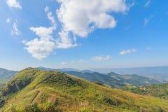 Himmelblått med den nordostliga chiangraien Thailand för doiphatang Arkivbilder