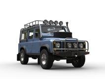 Himmelblått som är metalliska av den moderna bilen för väg vektor illustrationer