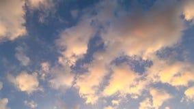 Himmelfärg och molnig bakgrund Arkivbilder