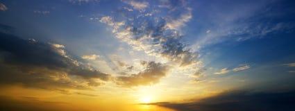 Himmelhintergrund auf Sonnenaufgang Stockfoto