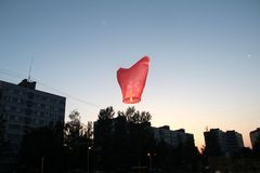 Himmellaterne fliegt Lizenzfreies Stockfoto