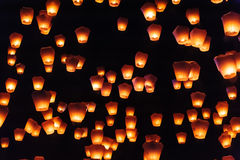 Himmellaternen im Laternen-Festival Stockbild