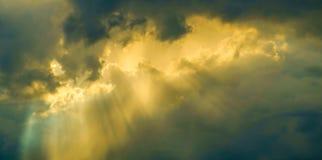 Himmellicht im Abendhintergrund Stockfotos