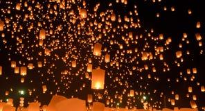 Himmellyktafestival, Thailand arkivbilder