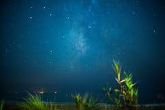 Himmelnatt med stjärnor Arkivfoto