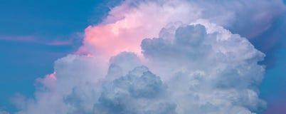 Himmelrosa färger och blåttfärger abstrakt bakgrundssky arkivbild