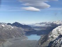 Himmelsikt från bergÖVERKANTEN Arkivbild