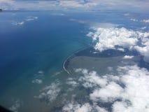 Himmelsikt från flygplanfönster Royaltyfri Fotografi