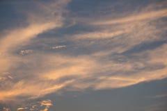 Himmelsolnedgångbakgrund arkivbild