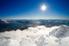 Himmelsonne und -schnee Stockfotos