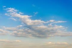 Himmeltextur med moln Arkivfoto