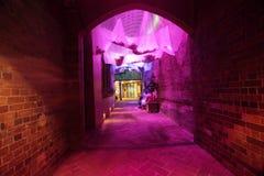 Himmeltorkduk i en bakgata under livliga Sydney arkivfoton
