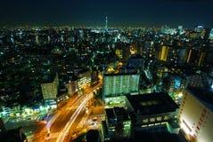 Himmelträd- och Tokyo horisont royaltyfria bilder