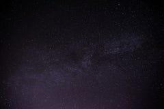 Himmelviel der dunklen Nacht von Sternen mit Lizenzfreie Stockfotografie