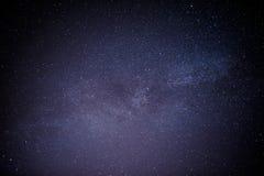 Himmelviel der dunklen Nacht von Sternen mit Lizenzfreies Stockfoto