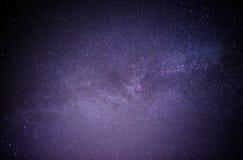 Himmelviel der dunklen Nacht von Sternen mit Stockfoto