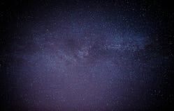 Himmelviel der dunklen Nacht von Sternen mit Stockfotografie