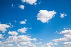 Himmelwolken, Himmel mit Wolken und Sonne Stockbilder