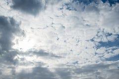Himmelwolken, Himmel mit Wolken und Sonne Lizenzfreies Stockbild