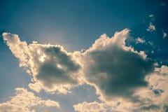 Himmelwolken, Himmel mit Wolken und Sonne Stockfotografie
