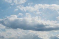 Himmelwolken, Himmel mit Wolken und Sonne Lizenzfreie Stockfotos