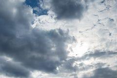 Himmelwolken, Himmel mit Wolken und Sonne Lizenzfreie Stockbilder