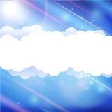 Himmelwolken und Sonne mit Strahlen Stockfoto