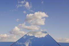 Himmelwolken und -spiegel Stockfoto