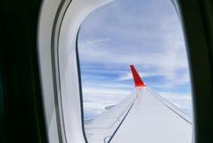 Himmelwolkenansicht vom Flugzeugfenster Lizenzfreie Stockfotografie