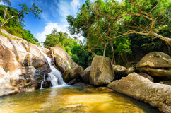 Hin knattevattenfall. Koh Samui, Thailand Arkivfoto