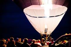 Hinche el fuego de la hornilla en el resplandor de tarde de la fiesta del globo de Albuquerque 2015 Fotografía de archivo libre de regalías