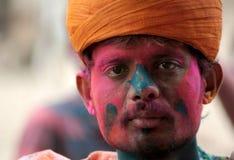 Hindúes indios celebran Holi o el festival hindú indio de colores un evento anual Fotografía de archivo
