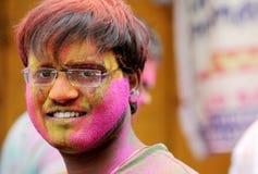 Hindúes indios celebran Holi o el festival hindú indio de colores un evento anual Foto de archivo libre de regalías