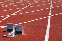 Hindernissen in een stadion in werking die worden gesteld die stock fotografie