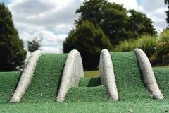 Hindernissen op gekke golfcursus Stock Afbeeldingen
